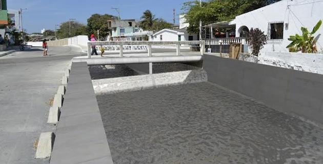 Canal d'évacuation des eaux des orages tropicaux.