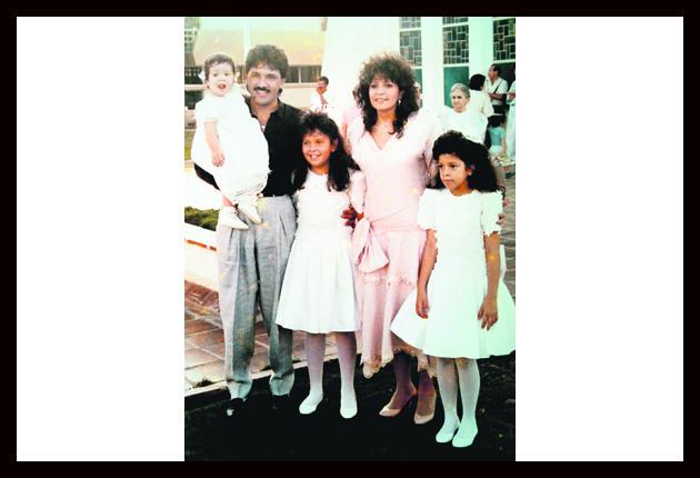 Rafael Orozco y Clara Helena Cabello con sus hijas Kelly Johanna y ...